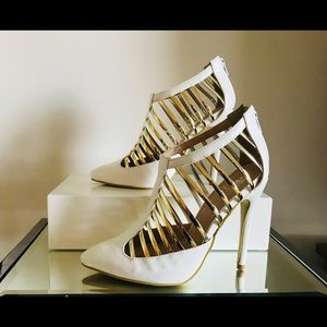 Shoes - Sexy White & Gold Pumps